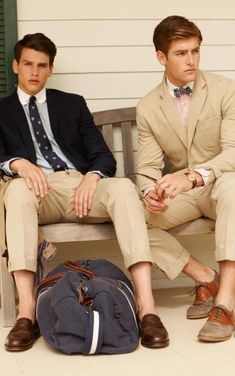 10 Preppy Style Pieces Men Should Have In Their Wardrobe Style Preppy, Preppy Boys, Preppy Outfits, Classy Style, Summer Outfits, Preppy Mens Fashion, Mens Fashion Blog, Best Mens Fashion, Male Fashion