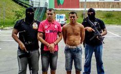 Irmãos foragidos/Compaj/SSP-AM Policiais da Secretaria de Segurança Pública do Amazonas (SSP-AM) prenderam, na manhã desta terça feira (21), por volta das 9h30, dois irmãos foragidos do regime semiaberto do Complexo Penitenciário Anísio Jobim (Compaj). A prisão foi efetuada por uma equipe da Secretaria Executiva-Adjunta de Operações (Seaop). Fabrício Oliveira Santos, 31, e o irmão dele, Fábio Junio Oliveira Santos, 30, foram presos na Rua Castro Alves, bairro Coroado, zona Leste da capital…