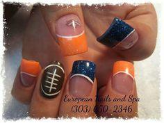 Make it seahawks! Football Nail Designs, Football Nail Art, Sports Nail Art, Broncos Nails, Sns Nails, Autumn Nails, Toe Nail Designs, Nail Spa, Beauty Nails