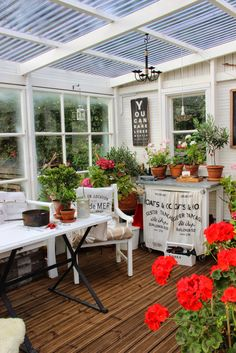 Shabby Chic Garden, Covered Decks, She Sheds, Patio Design, Outdoor Rooms, Pergola, Backyard, Table Decorations, House
