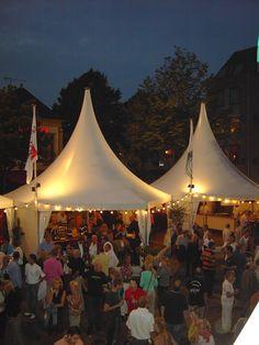 Unsere Zelte sind weiße Hingucker sowie Wind- und Wetterschutz für eure Gäste!