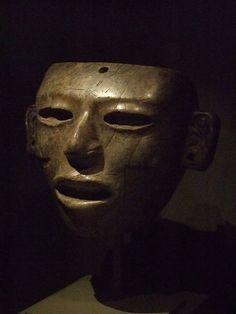 Máscara petrea teotihuacana  representando un varón joven. Perteneciente al período Clásico 200-750 D. de C.
