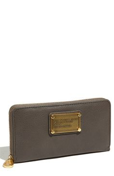 MARC BY MARC JACOBS Classic Q Vertical Zippy wallet in Faded Aluminum