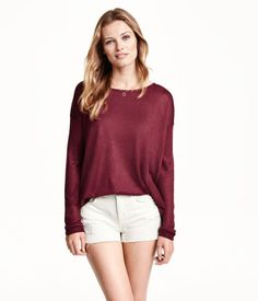 Fine-knit, loose-fit sweater with dropped shoulders and long sleeves. Wide-cut neckline and rounded hem. Slightly longer at back.