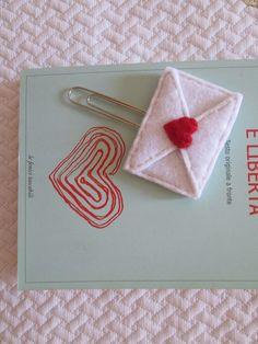 Segnalibro in feltro: graffetta con piccola Lettera d'amore, Regalo di compleanno, San Valentino, Regalo per lettori, Creazioni fatte a mano di TinyFeltHeart su Etsy
