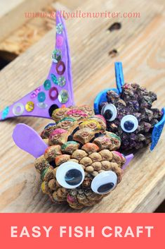 Easy fish craft for people who love all things under the sea! Craft Activities For Toddlers, Sea Activities, Mindfulness Activities, Under The Sea Crafts, Under The Sea Theme, Easy Arts And Crafts, Crafts For Kids, Beach Themed Art, Kindergarten Art Projects