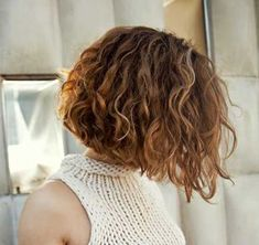 30 Neue Curly Bob Frisuren 2017 - 2018 Curly hair is one of the most difficult hairs to give style, but on the other hand any haircut would look effortlessly chic and stylish. Curly hair would look ve Bob Haircut Curly, Short Hairstyles For Thick Hair, Haircuts For Curly Hair, Curly Hair Cuts, Short Hair Cuts, Curly Hair Styles, Natural Hairstyles, Bobs For Curly Hair, Short Bob Curly Hair