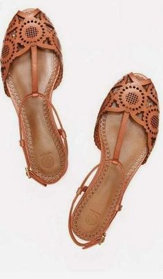 brown sandal flats. Closed toes for work but still cute enough for warm weather. #WomensShoe