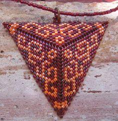 Ez a nyaklánc még a nyáron készült. Nagyon szeretem ezt a két színt, és együtt is jól mutatnak.