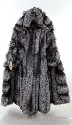 This is a deeply sensual coat. Long Fur Coat, Fur Coat Fashion, Fox Coat, Winter Fur Coats, Mens Fur, Snow Queen, Fur Collars, Fox Fur, Outfit