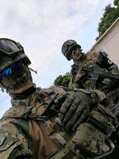 Military Special Forces, Military Police, Military Weapons, Future Soldier, Tactical Pants, Military Pictures, Special Ops, Swat, Survival Gear