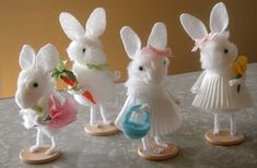 This is an easy and quick Easter craft of making pom pom bunny. They are perfect and adorable additions to any Easter basket. To make these lovely pom-pom bunnies you will require yarn, pom-pom… Daha fazlası Craft Stick Crafts, Diy And Crafts, Arts And Crafts, Bunny Crafts, Easter Crafts For Kids, Rabbit Crafts, Pom Pom Animals, Yarn Animals, Pipe Cleaner Crafts