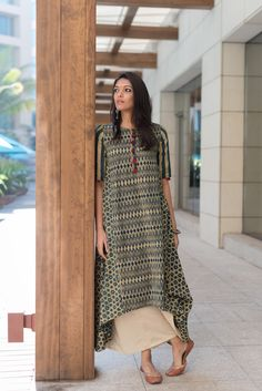 Indian fashion has changed with each passing era. The Indian fashion industry is rising by leaps and bounds, and every month one witnesses some new trend o Pakistani Dresses, Indian Dresses, Indian Outfits, Punjabi Dress, Salwar Designs, Blouse Designs, Indian Attire, Indian Wear, India Fashion