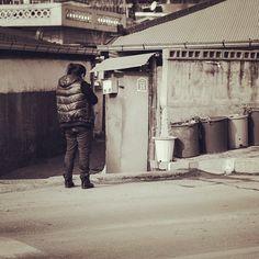 lysphotography / 갈까? #korea #street #country #travel #한국 #강원도 #영월 #youngwol #gangwondo #시골 / 강원 영월 / #골목 #사람 / 2013 12 27 /
