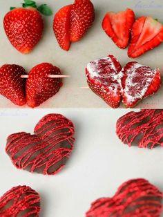 Fresas en forma de corazón cubiertas con chocolate.