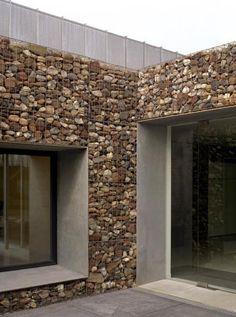 55 Best Gabion Wall Stone & Fences That Will Decorate Your Beautiful Landscape Area - Decor Units Stone Cladding, Exterior Cladding, Wall Cladding, Facade Design, Exterior Design, Architecture Details, Interior Architecture, Gabion Stone, Casas Country
