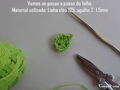 Cris Crochê com Amor: PASSO A PASSO FLOR DE CROCHE PARA INICIANTES Crochet Leaves, Crochet Flowers, Shibori, Free Pattern, Projects To Try, Mascara, Romance, Diy, Videos