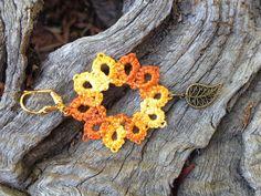 Boucles d'oreilles dentelle frivolité coton degrade orange et jaune pampille feuille bronze : Boucles d'oreille par syleva
