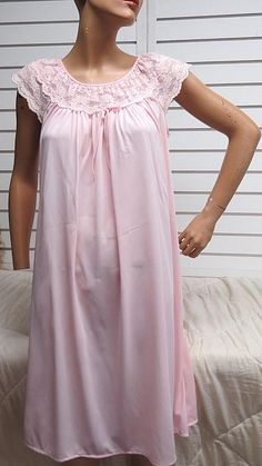 Baby Pink Vintage Nylon Nightgown Medium  418