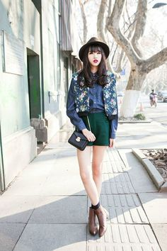 High-waisted shorts in emerald and a chambray shirt are at their best when worn with a pair of leather boots.