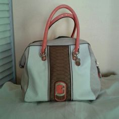 GUESS HANDBAG Guess white/multi satchel with double handles and detachable shoulder strap, 3 small inside pockets and 1 large zipper picker GUESS Bags