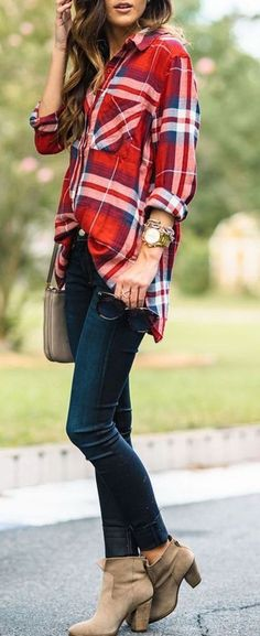 Love this! I would wear flats, though. And what's with tucking in just the front part of the shirt?