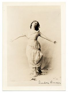 Citation: Isadora Duncan, 1904 / Schloss (Firm : New York, N.Y.), photographer. Miscellaneous photographs collection, Archives of American Art, Smithsonian Institution.
