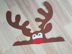 Elch guckt aus dem Fenster Weihnachten aus tonkarton fensterbild Moose peeks out the window Christmas out of clay cardboard window picture Reno, Xmas, Christmas Clay, Christmas Decorations, Christmas Ideas, Ideas Para, Reindeer, Moose, Windows