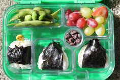 *Tuna 'onigiri's', (basically a rice ball w/canned tuna & mayo in it wrapped in nori - aka seaweed. Edamame on the side w/ grapes and chocolate drops. ;) (I do realize this is not a 'cute' lunch... and unless you appreciate Japanese food... this might look gross! Lol...Trust me... it's YUM! Japanese Rice, Japanese Dishes, Cooking Time, Cooking Recipes, Tuna Mayo, Nori Seaweed, Rice Balls, Sushi Rolls, Japan