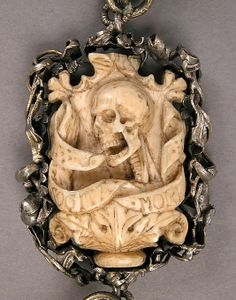 German Memento Mori Rosary (detail), ca. Skull Jewelry, Antique Jewelry, Jewelry Art, Vintage Jewelry, Western Jewelry, Hippie Jewelry, Memento Mori, Landsknecht, Mourning Jewelry