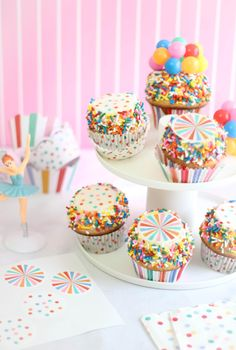 Sprinkle Bakes: Fairy Bread Party Cake and a Hey YoYo Giveaway