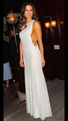 Kate Beckinsale from The Big Picture: Today's Hot Pics The actress shows some skin in a stunning white gown in London. Kate Beckinsale from The Big Picture: Today's Hot Pics The actress shows some skin in a stunning white gown in London. Kate Beckinsale Hot, Kate Beckinsale Pictures, Beautiful Celebrities, Beautiful Actresses, Gorgeous Women, White Gowns, Hottest Photos, Sexy Dresses, Celebs