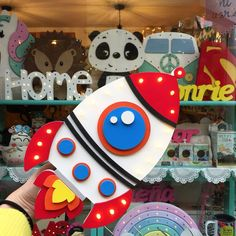 Nuevo cohete luminoso. Conseguilo online! Diy Crafts Videos, Diy And Crafts, Crafts For Kids, Space Party, Space Theme, Art Drawings For Kids, Decorate Notebook, Felt Material, Foam Crafts