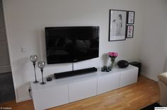 tevebänk,bestå tv-bänk,tavlor,tvbänk ikea,iittala Tv Bench, Tv Unit, Dining Room, Interior Design, Modern, Ikea Hacks, Bedrooms, Homes, Interiors