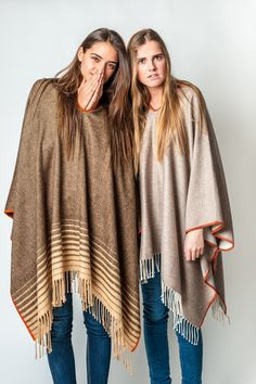 COMO USAR UN PONCHO BE ALPACA #alpaca #ponchos #poncho #alpacawool #handmade #poncho #bealpaca #sweaterweather #cape