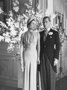 The Duke and Duchess of Windsor at the Chateau de Cande pose for a portrait after their wedding, Monts, France, June Famous Wedding Dresses, Royal Wedding Gowns, Royal Weddings, Dress Wedding, Wedding Bouquets, Bridal Gowns, Eduardo Viii, Wallis Simpson, Elisabeth Ii