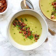 JUSIA GOTUJE Zupa krem z porów i ziemniaków z chrupiącym boczkiem. Family Meals, Festive, Ethnic Recipes, Food, Essen, Meals, Yemek, Eten