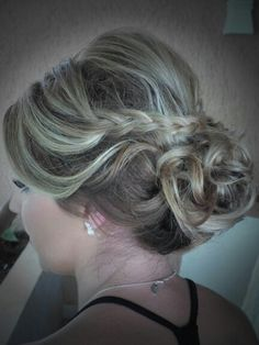 Beautiful #HairStyle #updo by @voevolution #BridalHairStyle in all #RivieraMaya #destinationweddding