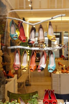 Creative retail display, retail display ideas, retail merchandising, retail merchandising ideas and inspiration, product placement. Design Garage, Shop Front Design, Store Design, Decoration Shop, Decoration Vitrine, Retail Merchandising, Merchandising Ideas, Boutiques, Shoe Display