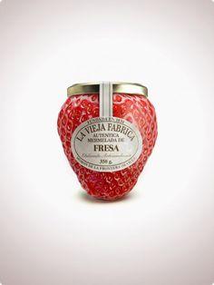 """""""La vieja fábrica"""", una antigua empresa experta en la fabricación de mermelada, ha acudido a la agencia española Tapsa para la elaboración de una nueva imagen. Ésta les ha diseñado un frasco en forma de fruta, como fresa, melocotón o piña."""