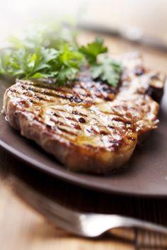 Bereiden: Maak de marinade: Meng alle ingrediënten voor de marinade en laat 30 minuten rusten.  Maak de asperges: Kook de asperges beetgaar en laat afkoelen. Doe de boter samen met het water in een vuurvast potje. Voeg de kruiden toe en klop even los. Zet de boter naast de BBQ zodat ze smelt.
