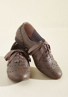 You love to train onstage in these taupe flats by Restricted - your fellow improv folks know what it's all about! Check this faux-leather pair's perforations and wave your hands at their brogue details that them amazing, outstanding, and commanding. They go with any look you can imagine off the top of your head!