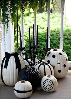 Get ready for this Halloween holiday by getting inspired with the most beauriful decoration ideas. More than twenty halloween decor ideas you can copy for your home. Deco Haloween, Boo Halloween, Holidays Halloween, Halloween Pumpkins, Halloween Crafts, Happy Halloween, Halloween Decorations, Halloween 2018, Classy Halloween