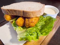 As we've seen with the bacon butty, the Brits love their sandwiches, especially when they're filled with what might be considered child-friendly comfort food, like chips or fish fingers. London Food, London Pubs, Fish Finger, Finger Sandwiches, Tartar Sauce, Daily Meals, Street Food, Food Dishes, Great Recipes