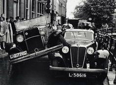 ± 1935. Een aanrijding op de Oudegracht