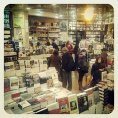 Cúspide Libros - Sucursal Village Caballito
