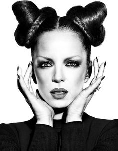 Shirley Manson, lead singer of Garbage Shirley Manson, Mazzy Star, Alternative Rock Bands, Rock And Roll Bands, Crazy Hair, Big Hair, Unique Hairstyles, Female Singers, Madame