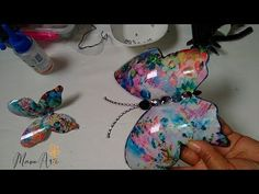 MARIPOSA CON BOTELLA PLASTICA PET - YouTube Diy Home Crafts, Easy Diy Crafts, Recycled Crafts, Crafts For Kids, Arts And Crafts, Plastic Bottle Crafts, Plastic Bottles, How To Make Wings, Paper Flower Decor