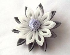 Flor broche Tsumami Kanzashi gris y morado