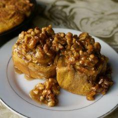 Vegan Pumpkin Cinnamon Rolls with Walnut Glaze! Perfect for those ...